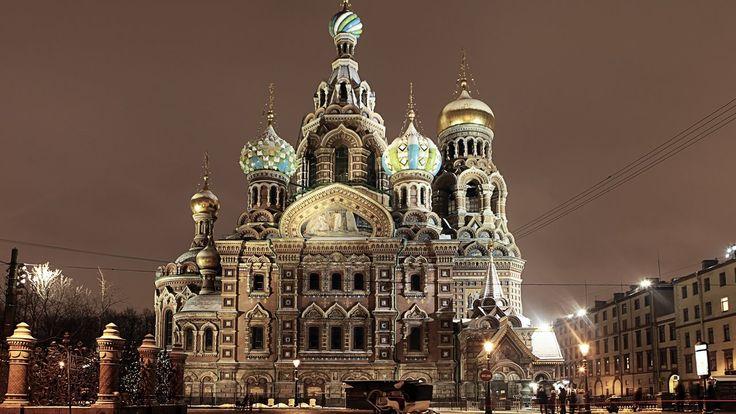 В память о жертвах взрыва в метро Петербурга.