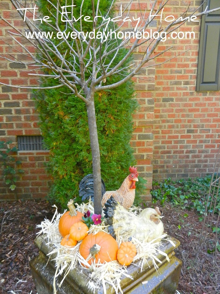 The Everyday Home: Fall Yard Decor {... a little late}