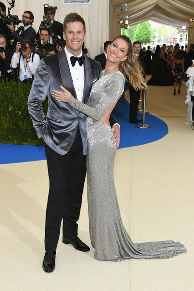 "Gisele Bundchen Photos Photos - Tom Brady (L) and Gisele Bundchen attend the ""Rei Kawakubo/Comme des Garcons: Art Of The In-Between"" Costume Institute Gala at Metropolitan Museum of Art on May 1, 2017 in New York City. - ""Rei Kawakubo/Comme des Garcons: Art of the In-Between"" Costume Institute Gala - Arrivals"