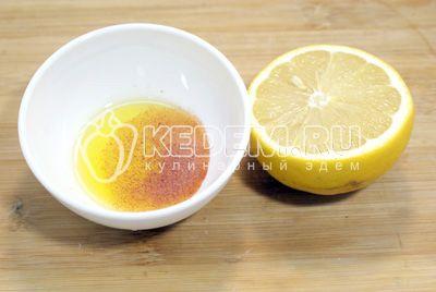 В оливковые масло добавить соль и паприку. Добавить сок лимона и перемешать. - Овощной салат с оливковым маслом. Пошаговый кулинарный рецепт с фотографиями приготовления овощного салата с оливковым маслом.