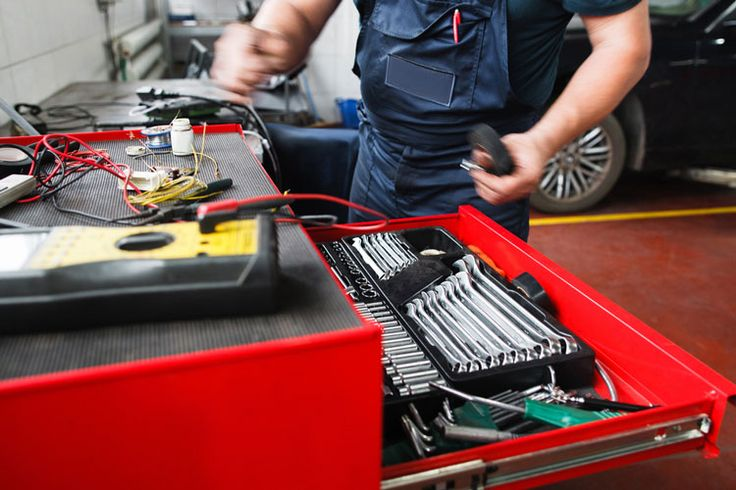 Got too many tools lying around when you are a mechanic? Then the best mechanic tool box can help organizing them.