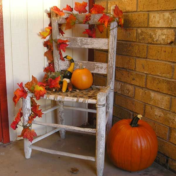 Porch fall decorations...love the simplicity of this! Anyone have an old chair?…