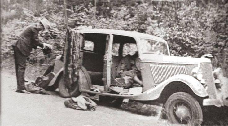 Bonnie Parker and Clyde Barrow - Gibbsland LA 1934