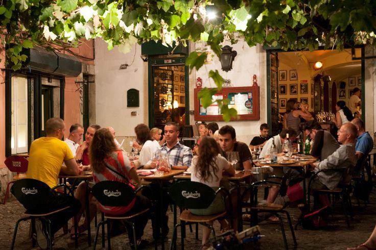 Lisbon's Group-Friendly Restaurants Encourage Dining in Large Numbers - Santo Antonio de Alfama, Lisboa, Portugal