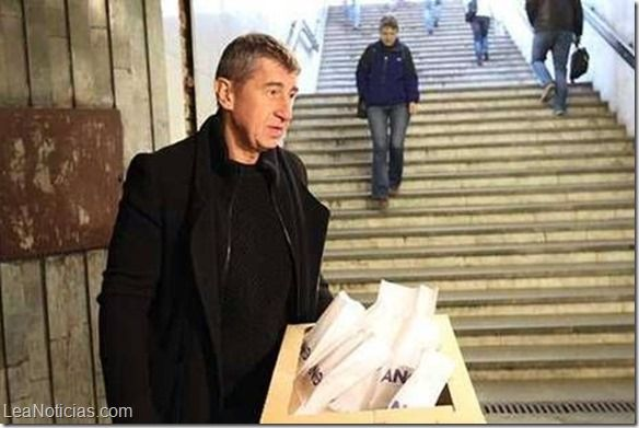 Ministros checos recibieron sobres con un peligroso veneno similar al cianuro - http://www.leanoticias.com/2014/11/24/ministros-checos-recibieron-sobres-con-un-peligroso-veneno-similar-al-cianuro/