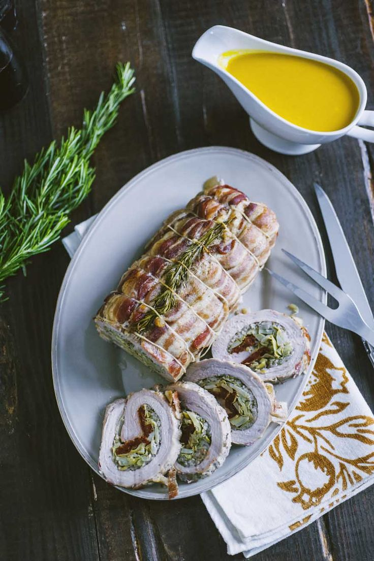 L'arrotolato di vitello con carciofi e pomodori secchi è bellissimo e buonissimo, con i suoi sapori contrastanti ma davvero perfetti assieme!