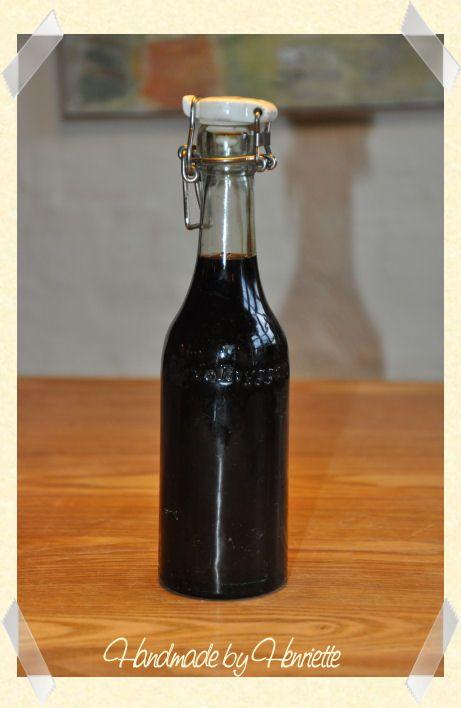 2 dl vand  170 g rørsukker   2 stjerneanis   40 g lakridsekstrakt   1 spsk glukosesirup     Kog vand, sukker, stjerneanis og lakridsekstr...