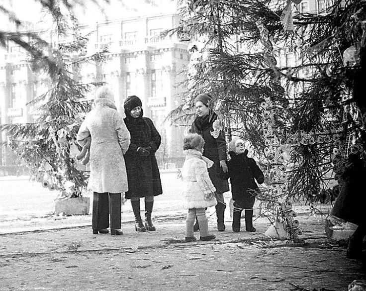Площадь Пятидесятилетия октября в Москве, 1977 год