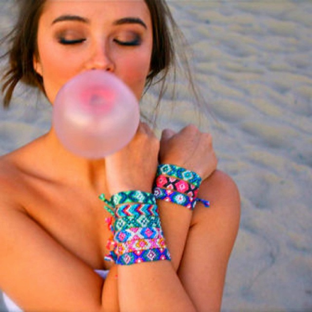 Friendship bracelet envy: Pink Summer, Bubbles Gum, Swarovski Crystals, Blowing Bubbles, Friendship Bracelets, Bubble Gum, The Originals, Crystals Friendship, Bubblegum