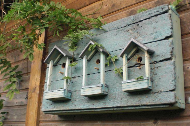 Mes premier nichoirs avec les vieux volets de la maison.