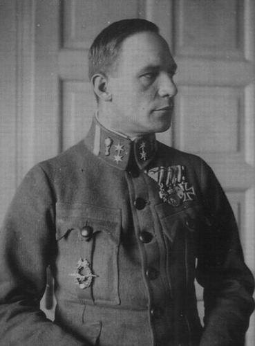 Oberleutnant Alois Brunner, last commander of FliK 36 with the 1917 Model Field Pilot Badge