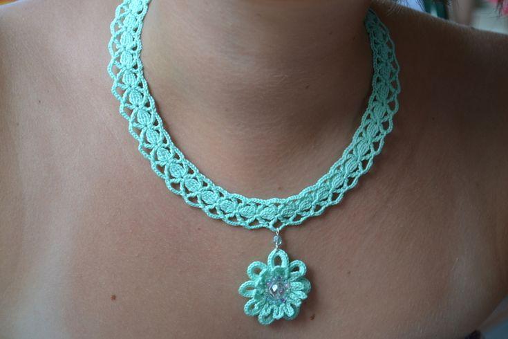 Cadenas y collares - collar de ganchillo color menta - hecho a mano por Hanci en DaWanda
