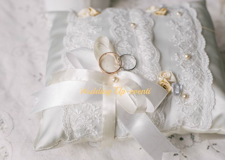Il cuscino romantico, pizzo e perle