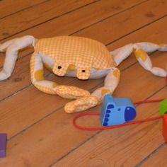 Doudou petit crabe ø 20cm, déco tissu pour petits et grands