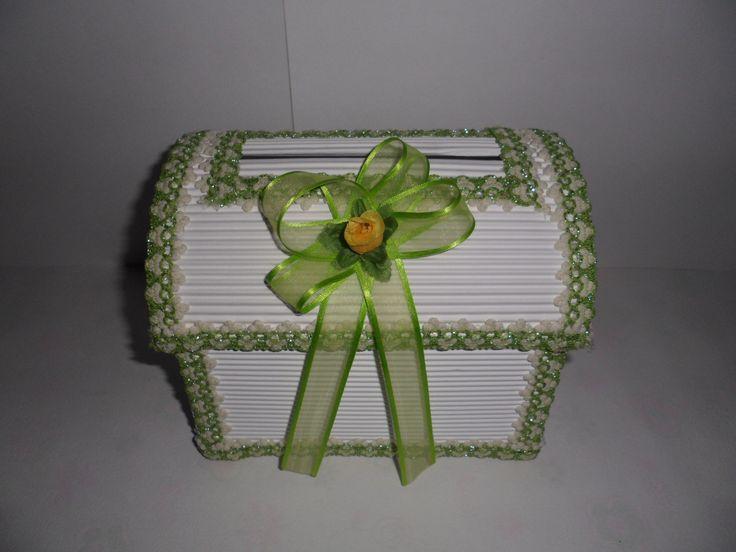 Baúl pequeño, adornado con encaje y moño, tono: verde.  ______________________________Tarjetas y Souvenirs para eventos sociales, hechos a mano y totalmente personalizadas. Para cotizaciones y pedidos, al correo: momentosespecialesb.g@hotmail.com
