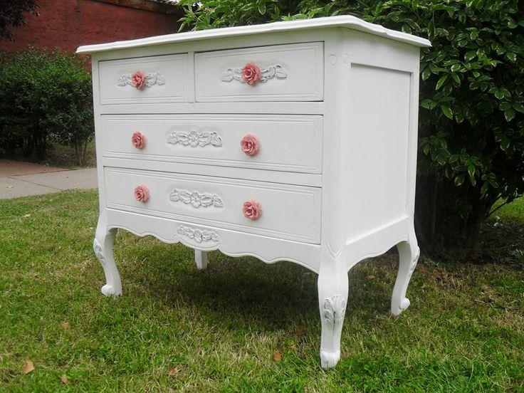 Cómoda mudador, normando estilo decora muebles retro.