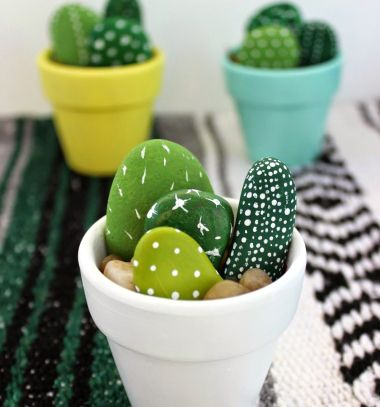 Hand painted rock cactuses - pebble painting // Kavics kaktuszok - kőfestés // Mindy - craft tutorial collection //