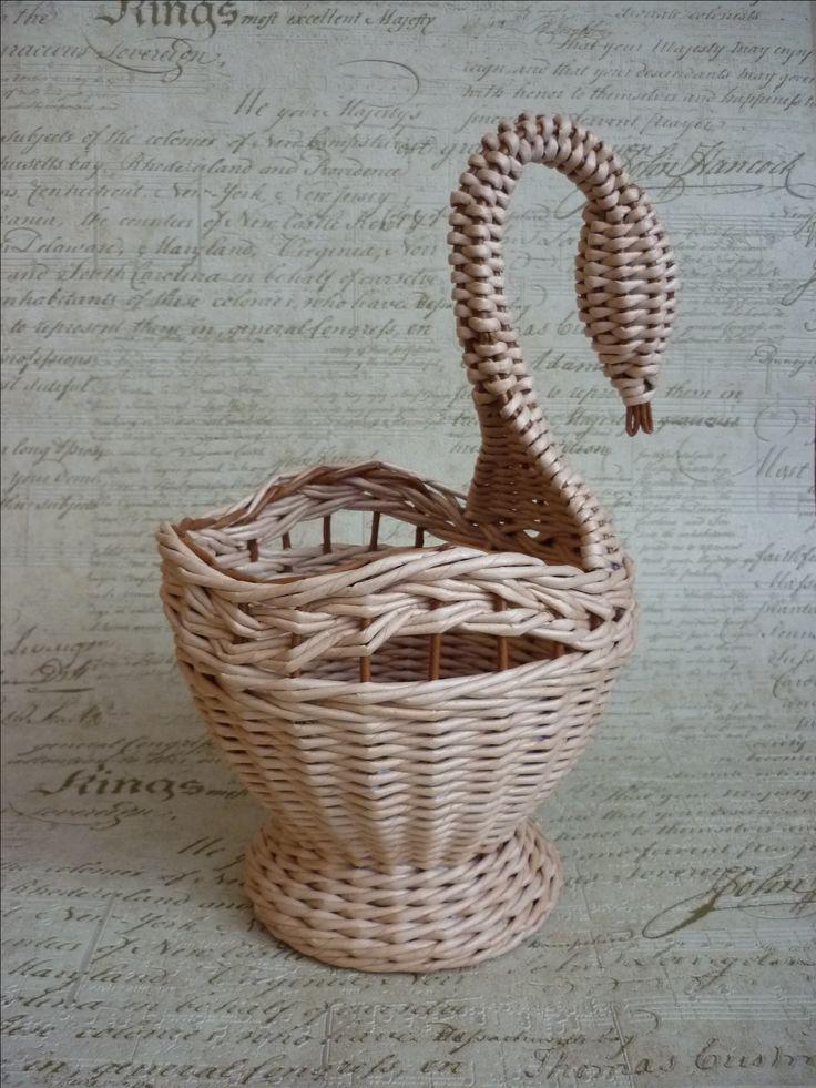 Лебедь. бумажные трубочки . сделано по МК Гузель Рамазановой https://vk.com/album-74691517_233136710