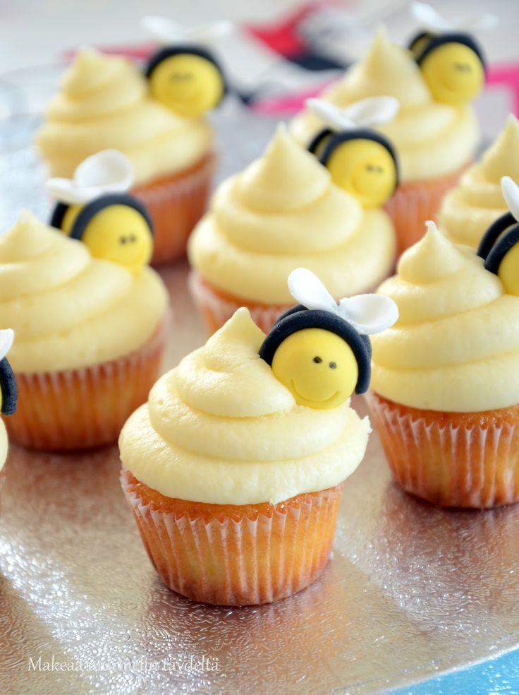 Lemon cupcakes, bees