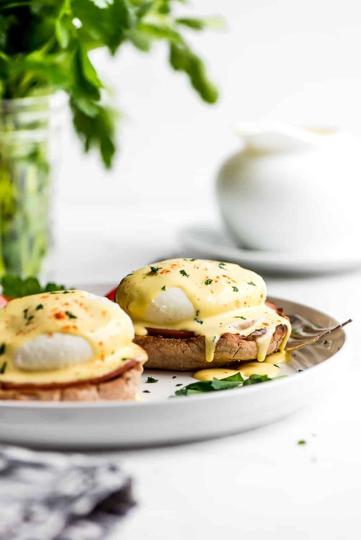 Eggs Benedict is a breakfast favorite! An English muffin is topped with Canadian bacon, a poached egg, and then drizzled with buttery hollandaise sauce. Your next brunch needs this! Breakfast Diner, Breakfast Recipes, Mexican Breakfast, Breakfast Sandwiches, Breakfast Bowls, Brunch Recipes, Egg Recipes, Cooking Recipes, Chicken Recipes