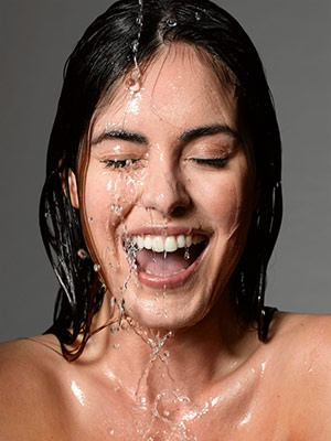 Water on your face, sensation of freshness