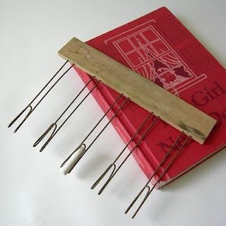 Chalk holder for making lines on the board...when classrooms had chalkboards...and penmanship was a grade!: Chalkboards, Remember This, Music Teacher, Childhood Memories, Chalk Boards, Chalk Holders, Music Class, Music Rooms, Vintage Style