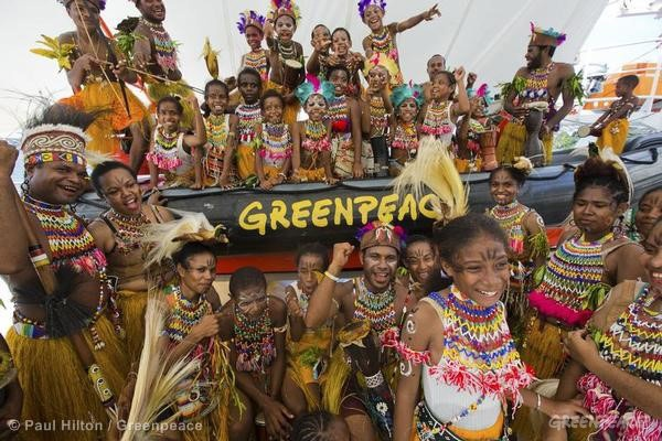 Indonesia welcomes Greenpeace ship 3 years after eviction