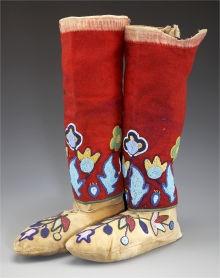 A PAIR OF NEZ PERCE BEADED HIDE MOCCASINS AND BEADED CLOTHLEGGINGS. c. 1910