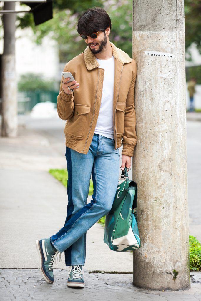 Inspiração de look masculino com jeans e jaqueta para os dias mais frios