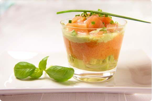 Verrine de salm n ahumado tomate y crema de aguacate for Canape de salmon ahumado