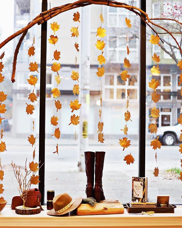 We're really feeling the fall inspo with this adorable window display from…