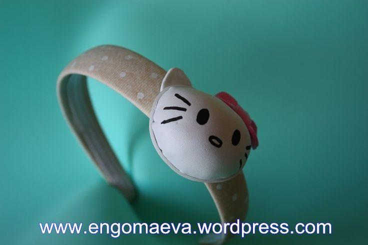Headbands Hello Kitty made with craft foam (foamy). A cute and sweet!! Contact:engomaeva@gmail.com Diademas Hello Kitty hechas con goma eva (foamy). Un regalo lindo y dulce!! Contacto:engomaeva@gmail.com