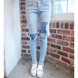 Slimming Battered Hole Design Narrow Feet Mid-Waisted Jeans For Women