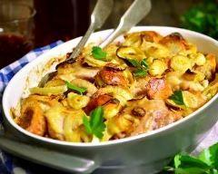 cuisses de dinde et légumes rôtis au four : http://www.cuisineaz.com/recettes/cuisses-de-dinde-et-legumes-rotis-au-four-83540.aspx