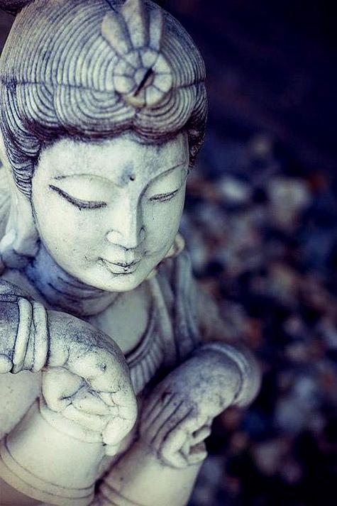 Quan-Yin-statue;-475x713