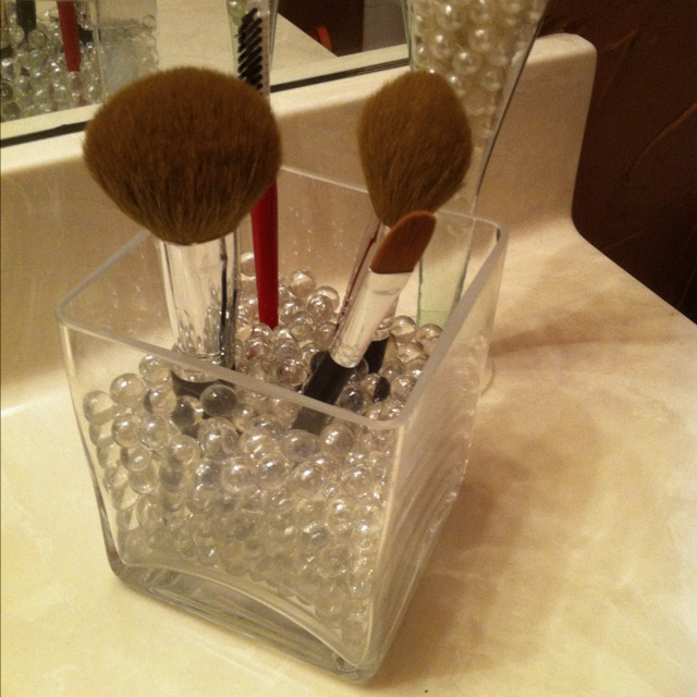 Glass beads in a square vase, perfect and elegant for holding make up brushes :)Nails Makeup Hair, Makeup Brushes, Organic Makeup