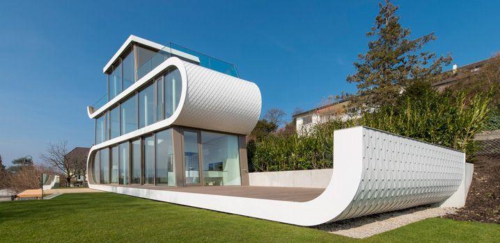 Футуристический дом-корабль на живописном берегу озера Цюрих