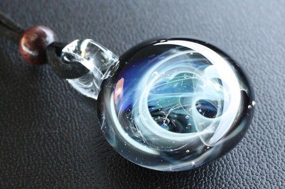宇宙 ♪ (M) ガラス ペンダント 001-A http://www.creema.jp/exhibits/show/id/767916