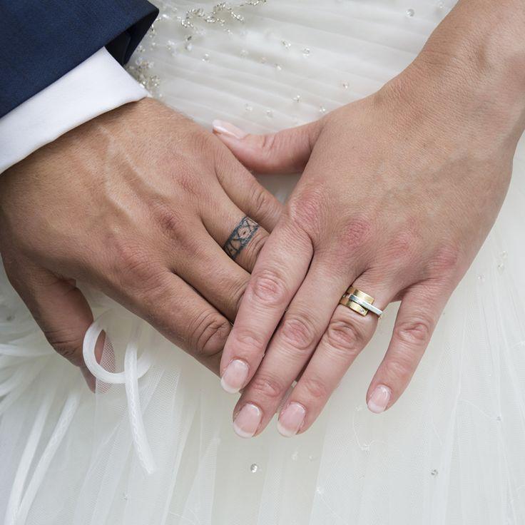 De (dames)ring... Geelgouden trouwring met zilver. www.atelierclint.nl [fotografie: Jaleesa]