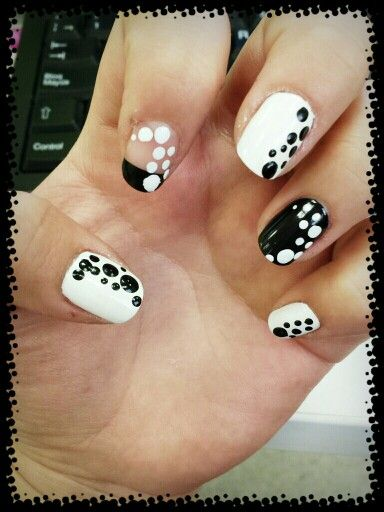 Puntos blanco y negro #manicure #manos #esmalte #francesa #uñas #diseño #puntos