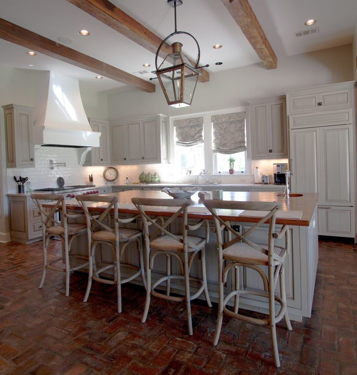 Wouldnt Mind Spending All Day In This Kitchen Custom Maple Glazed Cabinets And Bevolo French Quarter Lantern With Yoke