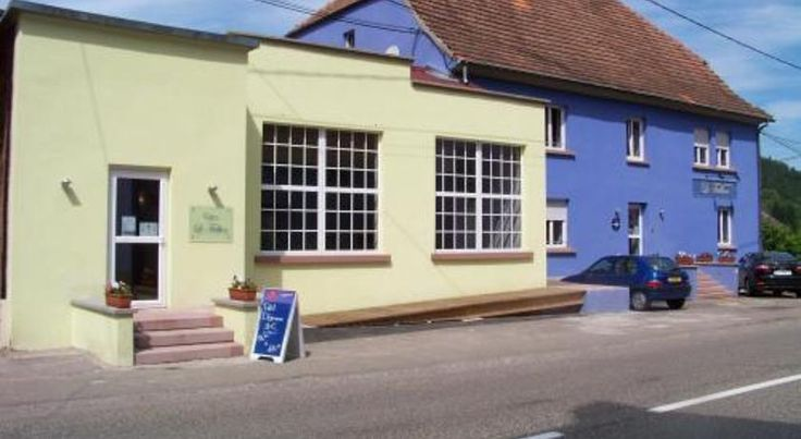 Le Falken Philippsbourg The Falken is located at the gateway of the Alsace and Lorraine between Niederbronn-les-Bains and Bitche and features elegant architecture and a high standard of comfort.  Guestrooms are comfortable and provide a cosy living space.