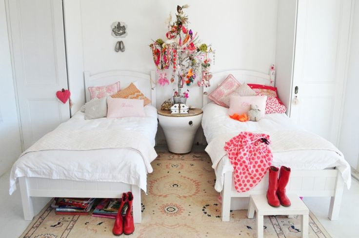 peaceful room for twoPalms Beach, Kids Bedrooms, Shared Room, Little Girls Room, Girls Bedrooms, Kids Room, Room Ideas, Twin Beds, Jewelry Trees