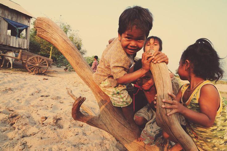 On s'amuse sur une île en face de Kampong Cham, Cambodge