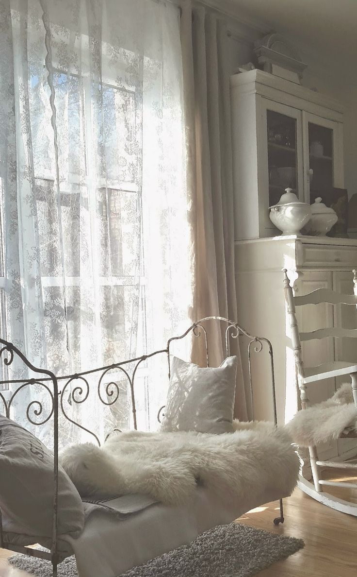 122 best at home brocante charmante images on pinterest shabby chic style antiquities and. Black Bedroom Furniture Sets. Home Design Ideas