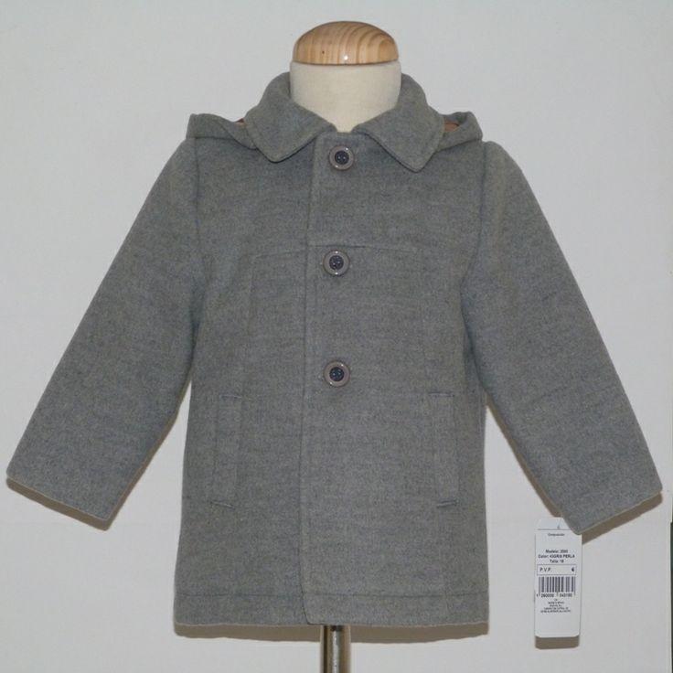 Chaquetón para bebé niño. De tacto muy suave y calentito. http://www.cisneblancomodainfantil.com/Chaquetona-nino-gris-con-capucha