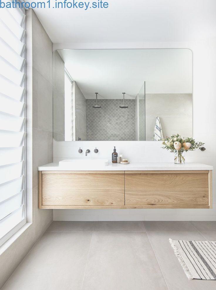 Schoner Spiegel Und Schoner Schrank Halb Versunkenes Waschbecken