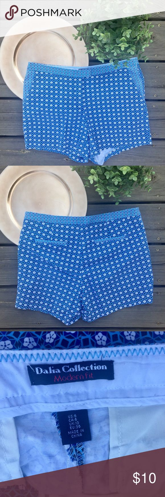 Dalia Collection Modern Fit Geometric Shorts Dalia Collection Modern Fit Blue And White Ikat Geometric Pattern Shorts Size 8 dalia collection Shorts