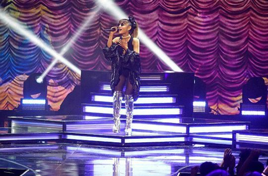ARIANA GRANDE'S WHITNEY HOUSTON TRIBUTE LIVE ON ABC'S GREATEST HITS FINALE #THEWIFE
