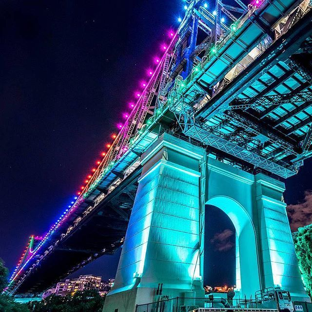 Watching the Story Bridge light up with different colours over #Brisbane each night is always a beautiful sight!   @tilbacca